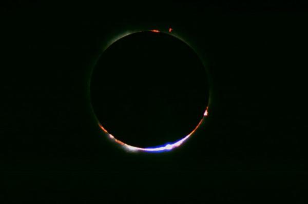 Come fotografare una eclissi solare, tecnica fotografica, grani di Baily