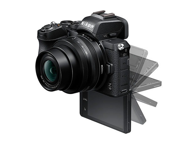 Nikon Z 50 con touchscreen ribaltabile