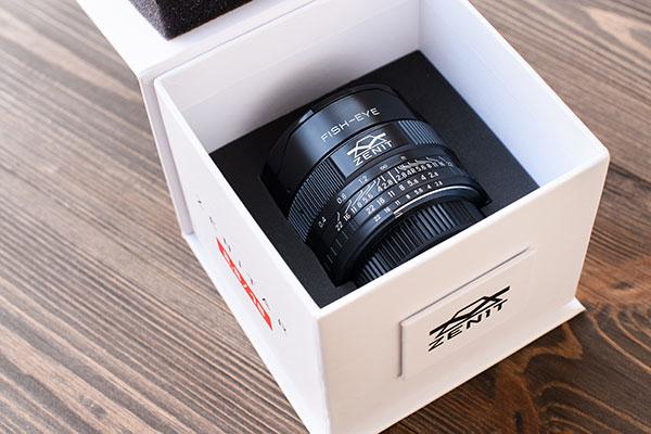 Zenitar 16mm ƒ/2,8 nella confezione