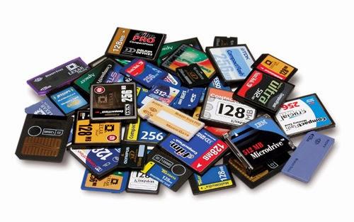 idee regalo per gli amanti della fotografia, Memory card, SD, CF,